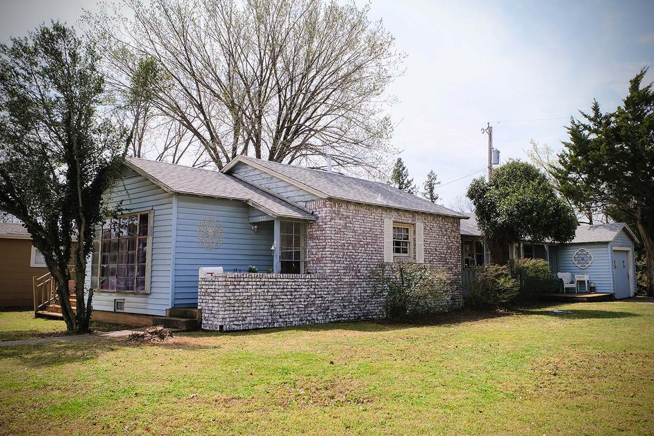Front - 102 South Kings Rent House